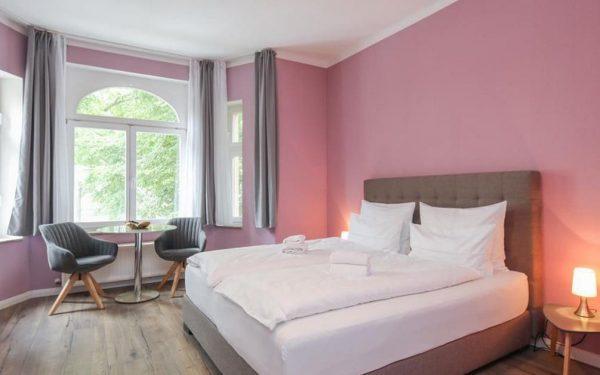 "Amaroo - Guest House Potsdam ""Charlottenhof"""